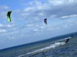 Pływanie na kitesurfingu podczas kursu