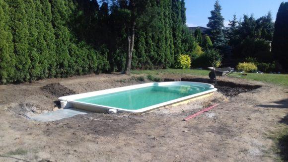 basen wkopany w ziemię