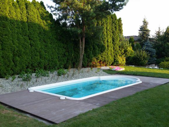 gotowy basen ogrodowy z tarasem