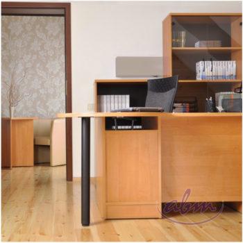 biurko w biurze domowym