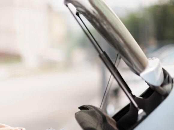 sprężyna gazowa w samochodzie